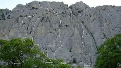 Нитки всех маршрутов на Мердвень-Каясы. Вид со стоянки.