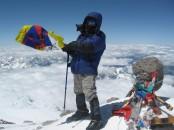 Леша с флагом Свободного Тибета на вершине