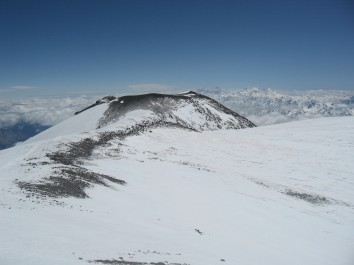 Вид на Восточную вершину Эльбруса с Западной