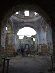 Сожжённая церковь св. Луки в селе Лаки