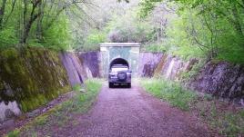 Эту патерну можно проехать насквозь на машине и выехать с другой стороны горы.