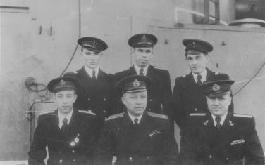 В верхнем ряду слева А. Чучин, справа - П. Яценко. Они были друзьями.