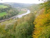 Река Wye - граница между Уэльсом и Англией. Вдалеке - Tintern Abbey