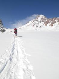 Подъём на лыжах по Гергетском леднику