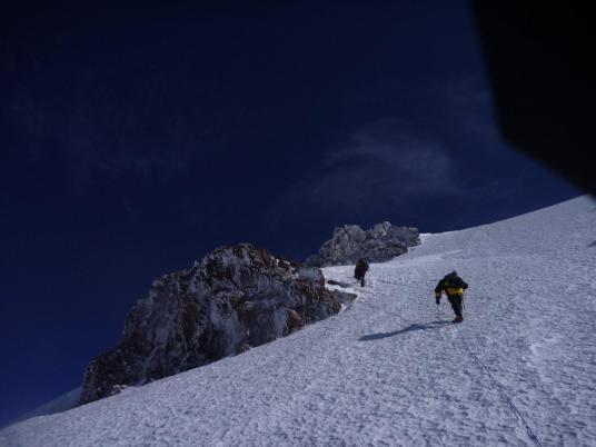 Подъём с седловины Казбека на вершину