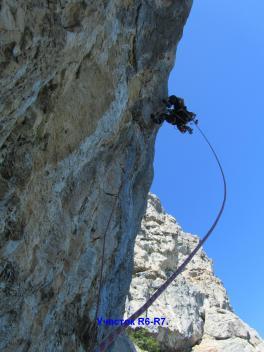 7 верёвка маршрута - нависаюшая стенка со щелью