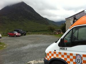База OVMRO. В облаках гора Tryffan, где вчера были спасработы