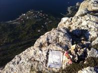 Очередная траурная табличка на вершине Форосского Канта