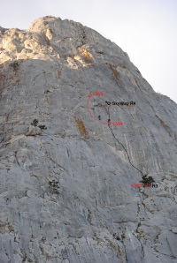 Belay СW5 was placed in the middle of pitch R3-R4 маршрута SkyWay