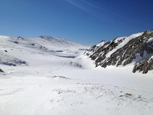 Вдали виден Эклизи-Бурун. Без лыж тут ходить тяжело и печально