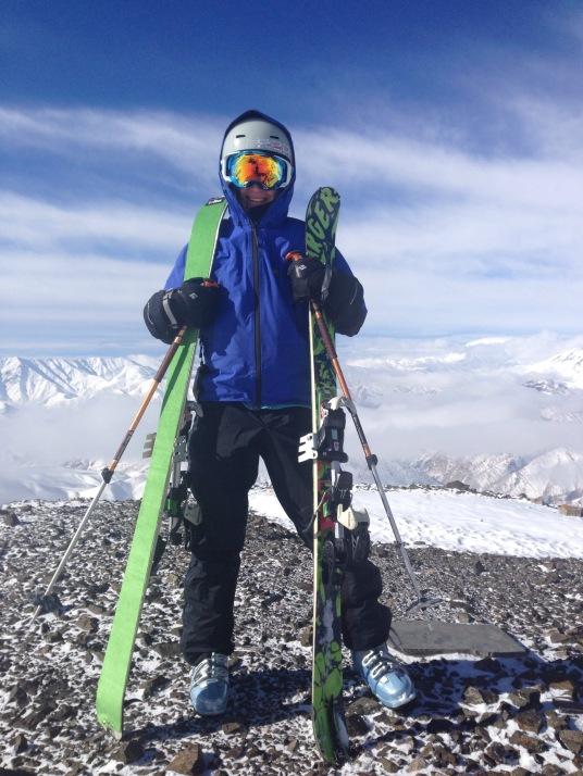 Вершина Сичал. 3720м. Отсюда можно спускаться в  четыре ущелья. Рай для фрирайдера