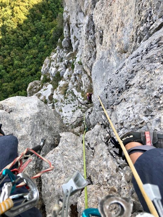 Вид вниз с последней верёвки