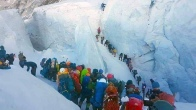 Вот такое вчера прислали из Непала с маршрута на Эверест с юга. Ужас!
